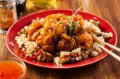 Fried chicken with rice and sweet and sour sauce — Stock Photo