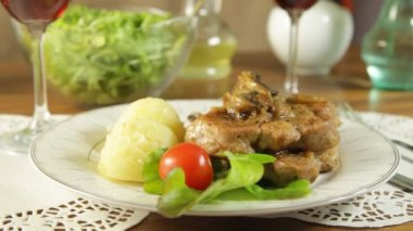 Fried pork chop with mushrooms and potatoes — Stock Video