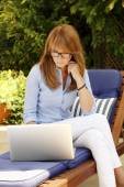 Businesswoman sitting at garden — Stock Photo