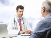 Young doctor with patient — Stock Photo