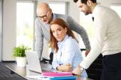 Businesswoman constulting with business team — Stock Photo