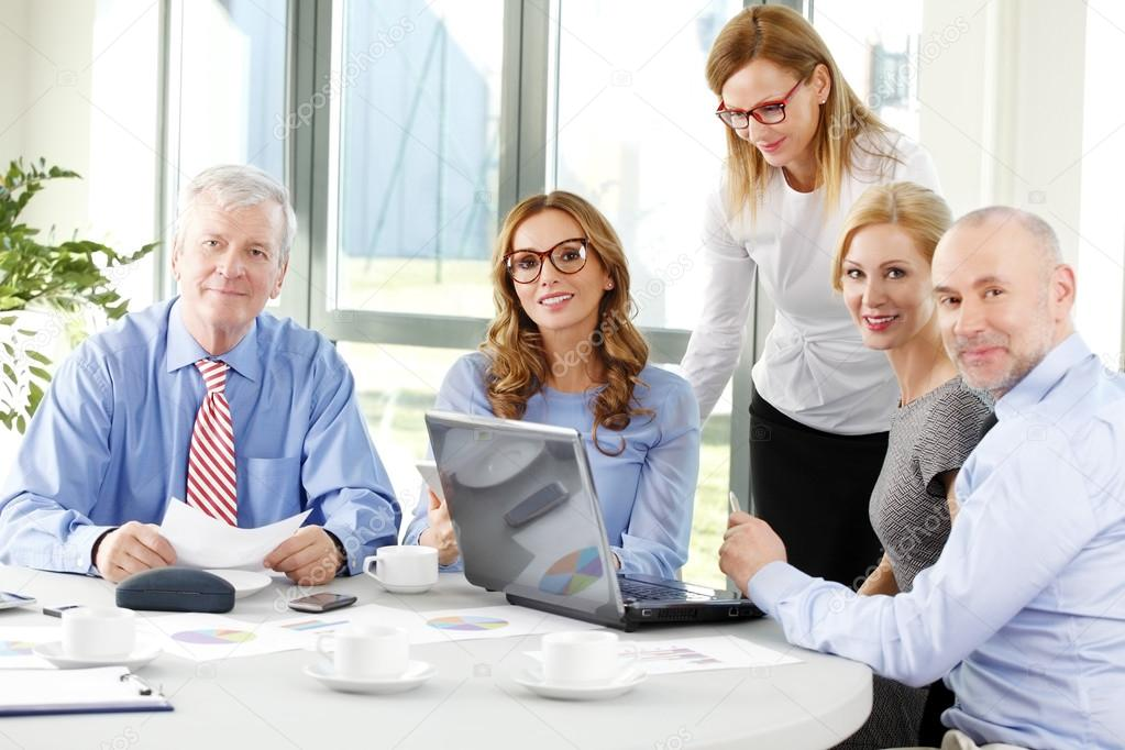 effective communication in business meetings Develop an efficient and effective method for collaboration and the sharing of ideas it could be a software tool, a coordinated series of meetings, or a regular protocol for electronic communication.