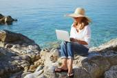Casual woman working by sea — Stock Photo