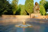 Monument of Sorrowful mother and eternal flame in Tashkent — Stock Photo