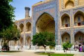 Ulugh Beg Madrasah on Registan square, Samarkand, Uzbekistan — Stock Photo
