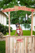A boxer dog sitting in a kissing booth — Fotografia Stock