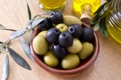 Olives with virgin oil — Stock Photo