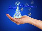 Hand mit weihnachtsschmuck — Stockfoto