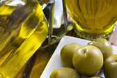 Olives and oil — Photo