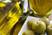 Olives and oil — Fotografia Stock