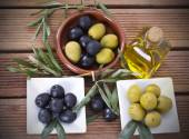 Olives and oil — Stock Photo