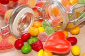 Cartão de dia dos namorados com doces — Fotografia Stock