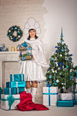 The girl in the New Years dress with gifts 1508. — Foto de Stock