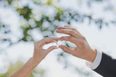 Hands with wedding rings 1697. — Stock Photo