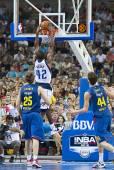 Basketball slam dunk — Stock Photo