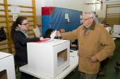 Man voting — Stock Photo