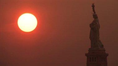Statua wolności w zachód słońca — Wideo stockowe