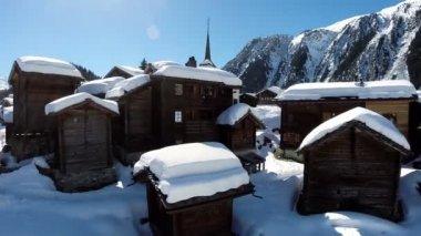 Village houses — Stock Video