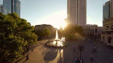 People walking in public — Stock Video
