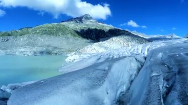 Piękne błękitne jezioro — Wideo stockowe