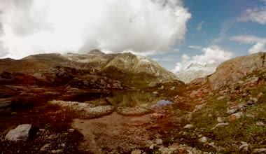Mooie bergmeer — Stockvideo