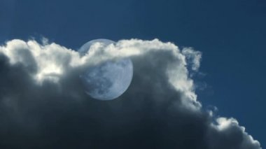Moon behind clouds — Stock Video