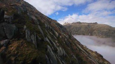 Foggy  mountain panorama — Stock Video
