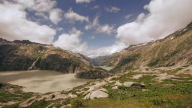 Mountains and glacier lake — Vídeo de stock