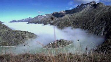Mountain landscape in fog — Stock Video