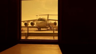 Airplane at  airport terminal — Stock Video