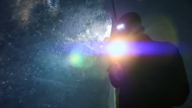 Scientist exploring glacier cave with flashlight — Stok video