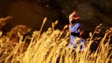 Shaman man running against wind doing spiritual hand gestures — Stok video