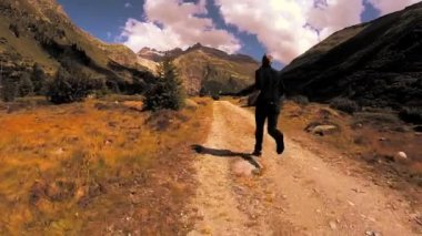 Young man running on nature road — Stock Video