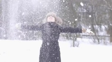 Woman enjoying winter day — Video Stock