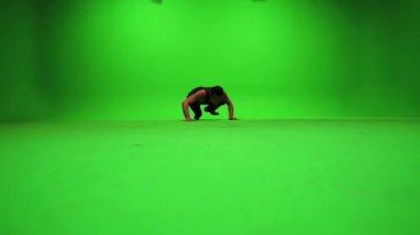 Man climbing on wall — Stock Video