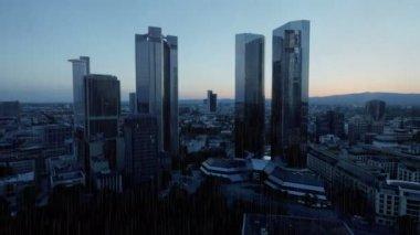 Luxury skyscrapers in rainy day — Vídeo stock