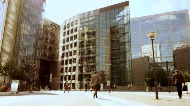 Pendolari a piedi al posto di lavoro — Video Stock