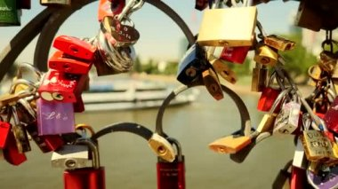 Love locks on bridge — Stock Video