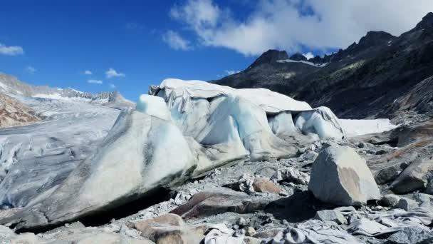 Glaciares cubiertos con protección blanke — Vídeo de stock