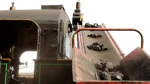 Loading charcoal into train — Vidéo