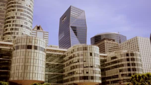 Immeubles commerciaux modernes — Vidéo