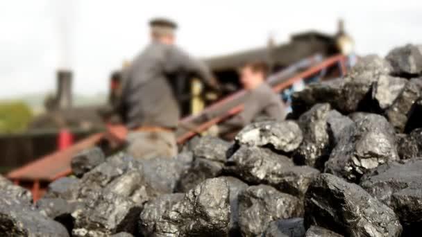 Palear carbón por tren a vapor — Vídeo de stock