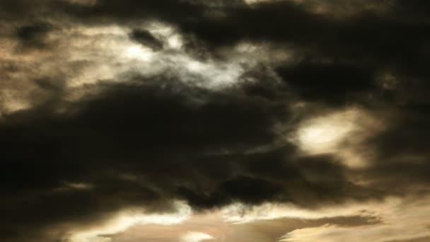 Nubes moviéndose en el cielo — Vídeo de stock