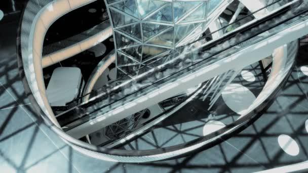People on escalators in shopping center — Vídeo de stock