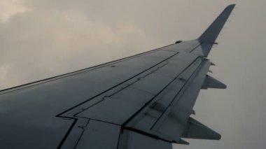 Latający koryta burzowe chmury — Wideo stockowe