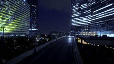 Street traffic at night — Stock Video