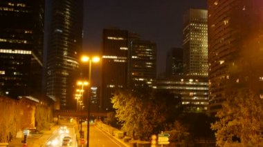 Tráfico de la calle en la noche — Vídeo de stock
