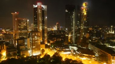 Horizonte de la ciudad por la noche — Vídeo de Stock