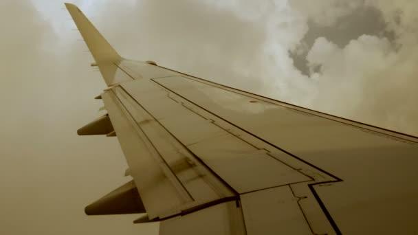 Windy cloudy flight — Vidéo