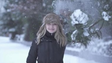 Woman enjoying snow fall — Stock Video